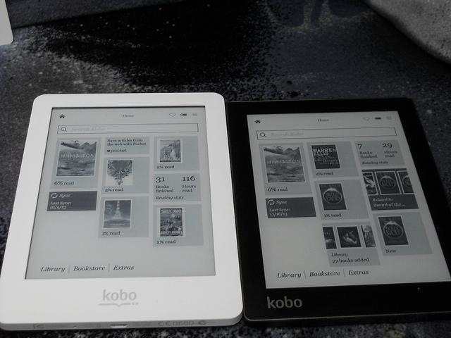 Celotni zunanji izgled je stvar osebne presoje, a na prvi pogled izgleda Kobo Aura (desno) modernejši kakor Kobo Glo (levo) (Foto: Raymond Snijders)
