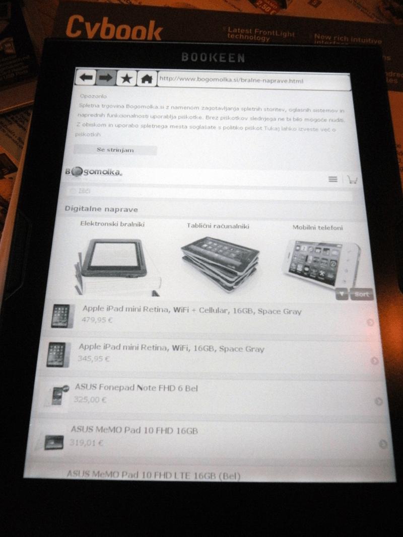 Listanje po straneh je v spletnem brskalniku solidno, med tem ko premikanje deluje počasi.