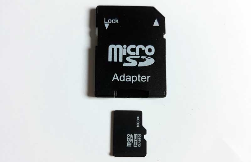 Spominska kartica in adapter za micro sd sta pogosto uporabljena za prenos fotografij